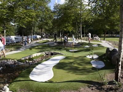 Golf: Adventure minigolf at Evedal's camping
