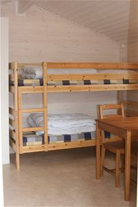 Guest room with bunk bed, table and chairs.