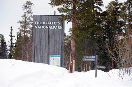 Large sign with Fulufjället and map.