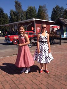 Two girls in dresses inspired by the 1960´s era.