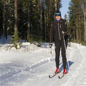 Woman cross-country skiing.