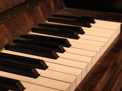 Musik: Pianisten Marlys jul-pianokonsert med elever