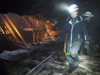 People with helmet and headlamp in the mine.