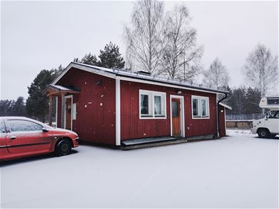 Red cottage on Furudal camping