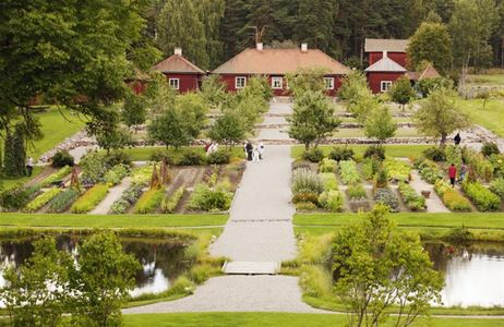 Stabergs Bergsmansgård with its grand baroque garden.