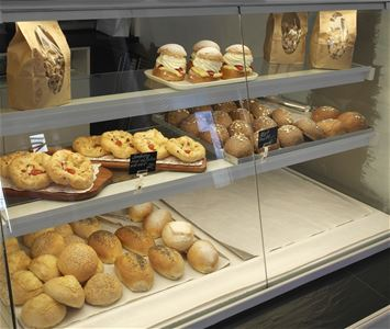 Breadrolls and pastries on display.