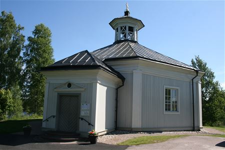 St Anna chapel built in white painted wood.